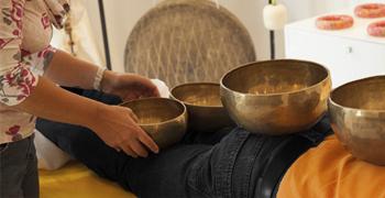 Klangmassage Ausbildung - Anwendung der Klangschalenmassage