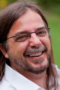 Adi Sachs Trommellehrer – Rhythmustrainer - Seminarleiter, Inh. Klang-Bild Shop Innsbruck, Atelier für Einrichtungsberatung und Innenraumgestaltung