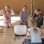 Erlebnis- Klangworkshop Hören Staunen Fühlen - in der Grundschule bei www.klang-bild.co.at