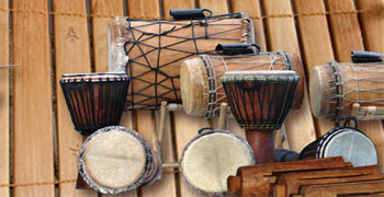 Abbildung: Musikinstrumente der Balafon- und Percussionsgruppe DrumAzubis