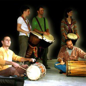 Djembegruppe beim Trommelkurs Afrika bei www.klang-bild.co.at